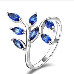 Jewelry - 18K white gold filled blue topaz vine ring NEW 6